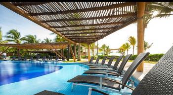 BluBay Grand Esmeralda piscina