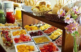 Abundante bufet desayuno