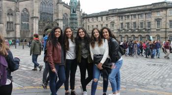 Amigas en Edimburgo