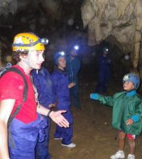Guía en cueva