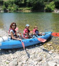 Madre con hijos en el Río Sella